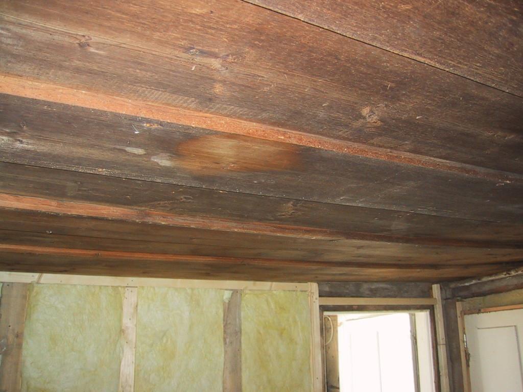 En liten fläck av taket tvättad. Nu är det bara resten kvar...