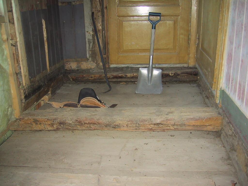 Bort med isoleringen i golvet
