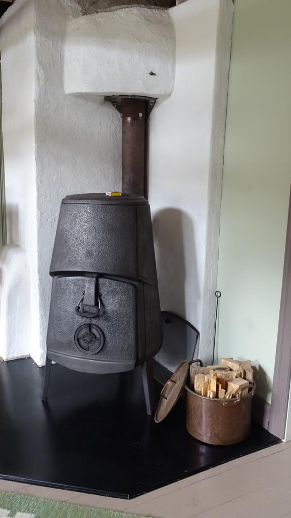 Braskaminen i stora rummet (fattar ni hur tung den var att bära upp för den trånga trappan???)