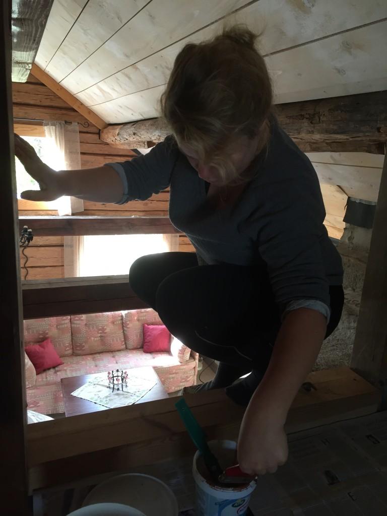 Det blir inte lättare att måla för att man ska balansera högt uppe i luften